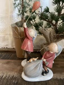 Bilde av Jule barn med sekk og snøball, håndlaget